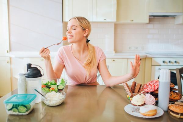 Por qué no tengo hambre y me da asco la comida - Malos hábitos alimenticios