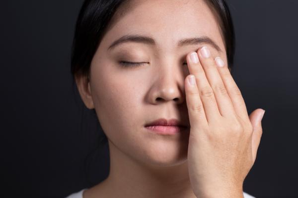 como bajar la inflamacion de los ojos cuando lloras