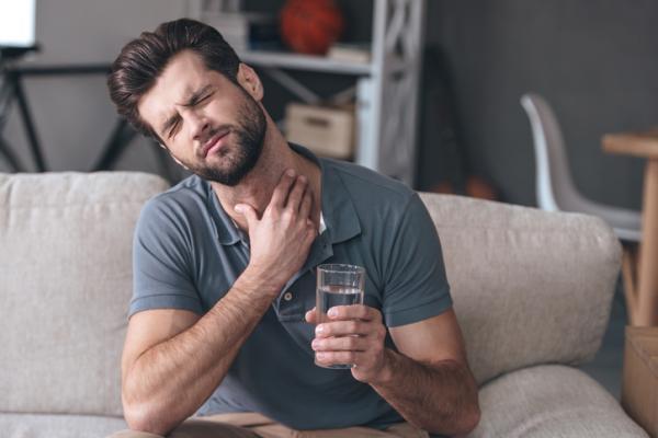 Dolor en un lado de la garganta: causas y tratamiento