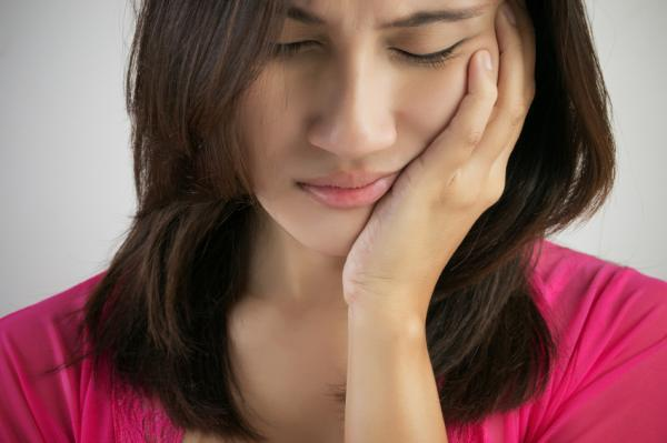 Dolor en un lado de la garganta: causas y tratamiento - Problemas en la articulación de la mandíbula