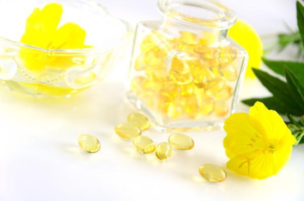 Aceite de onagra para el acné: beneficios y cómo tomarlo - Cómo aplicar aceite de onagra directamente en la cara con acné
