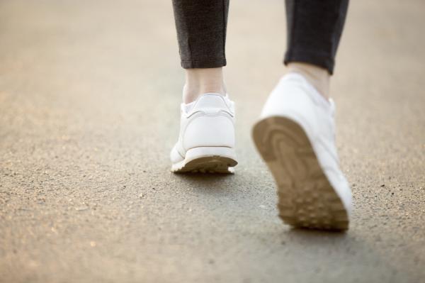 Por qué me pican las piernas cuando camino - Prevención para que las piernas no piquen al caminar