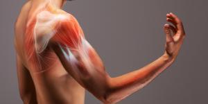 ¿A qué se deben los espasmos musculares involuntarios?