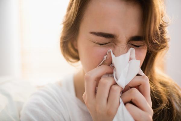 Goteo nasal constante: causas y tratamiento