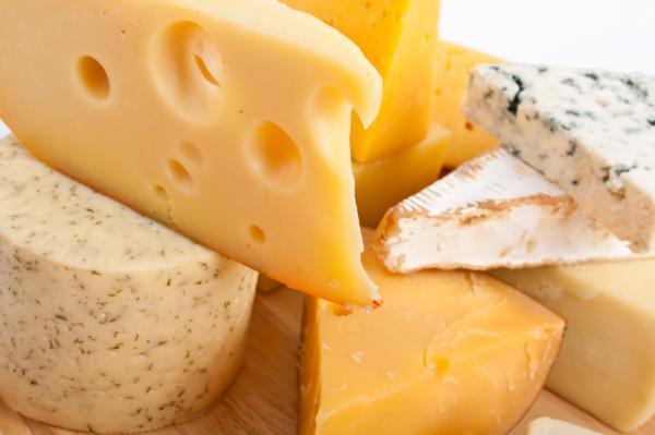 Alimentos que contienen lactosa y en qué cantidad - Quesos y su contenido en lactosa