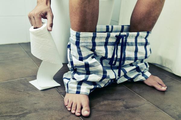 Dolor al defecar: causas, tratamiento y remedios caseros