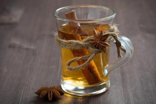 6 Chás para descer a menstruação - Chá de canela para menstruação descer