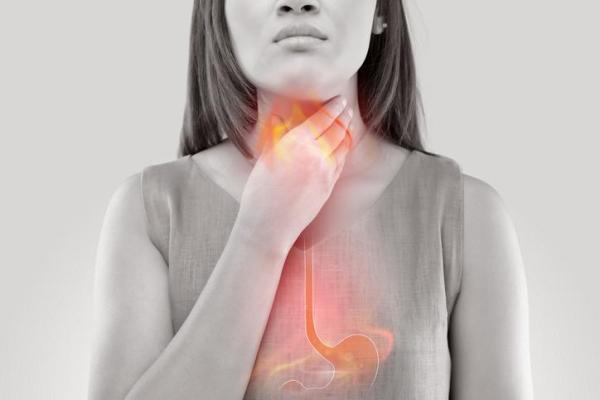 Acidez na garganta: causas, tratamento e remédios caseiros