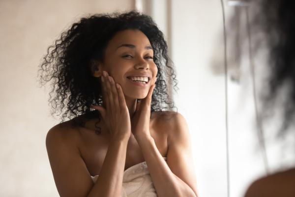 Como tirar oleosidade do rosto com tratamentos caseiros