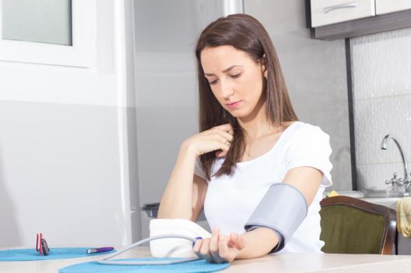 Menstruação e pressão baixa têm relação?