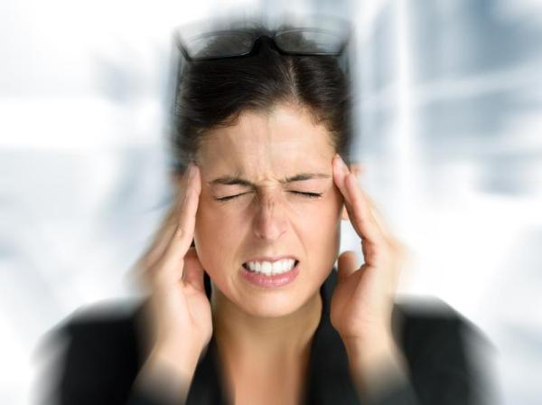 Dor de cabeça ao abaixar: causas - Dor de cabeça ao abaixar e levantar a cabeça e outros sintomas