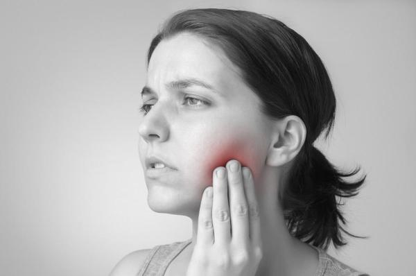 Bolinha na boca: causas e soluções