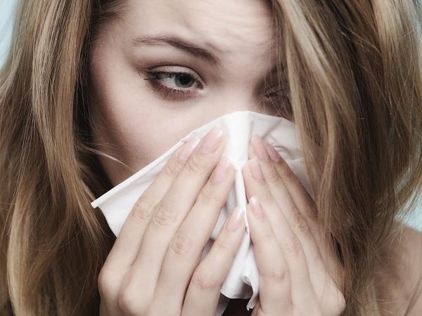 Dor na fonte - causas e tratamento - Dor na fonte: Sinusite