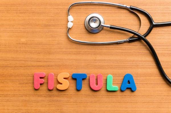 Sangramento anal: causas e tratamentos - Fístula perianal