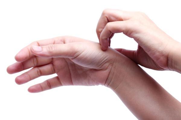 Mãos ressecadas: o que pode ser