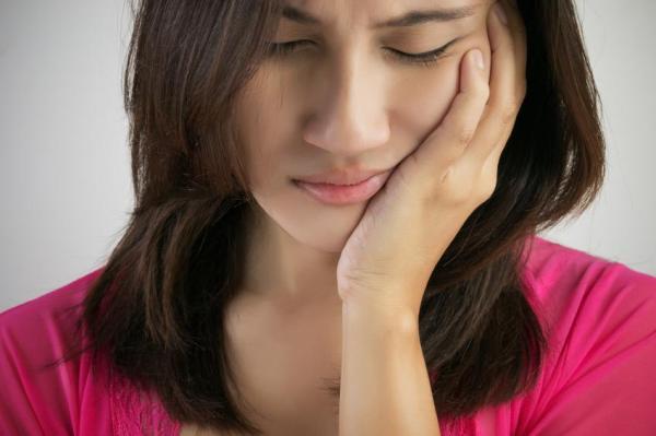 Bolha embaixo da língua: causas - Distúrbios das glândulas salivares