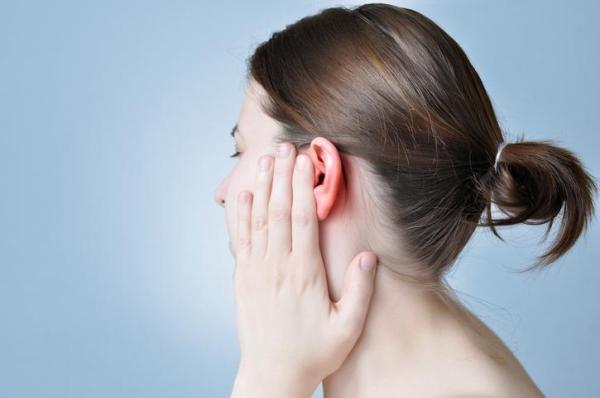 Por que tenho um caroço atrás da orelha? - Caroço atrás da orelha por lipoma