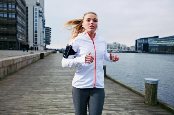 Como fazer a menstruação descer mais rápido - Pratique exercício físico