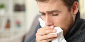 Tosse com catarro amarelo: causas, tratamento e remédios