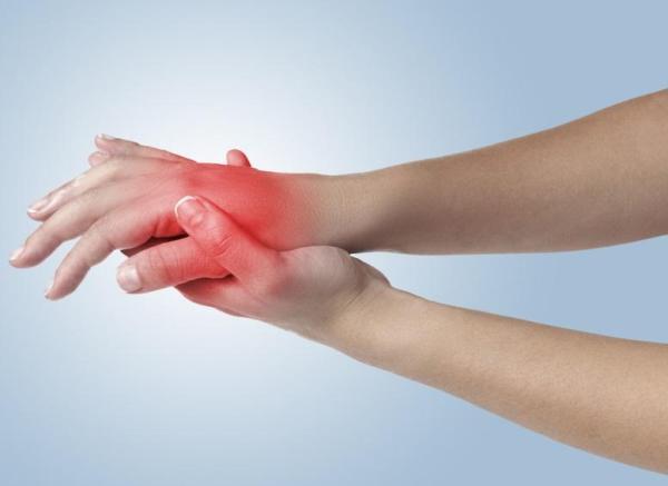 Cãibra na mão: causas e soluções