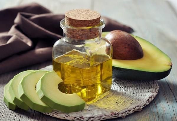 Hidratação com abacate para cabelos ressecados