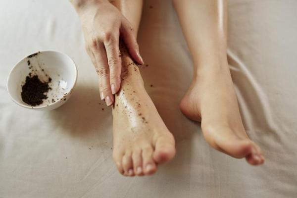 Como acabar com as rachaduras nos pés - Remédios caseiros para as rachaduras nos pés