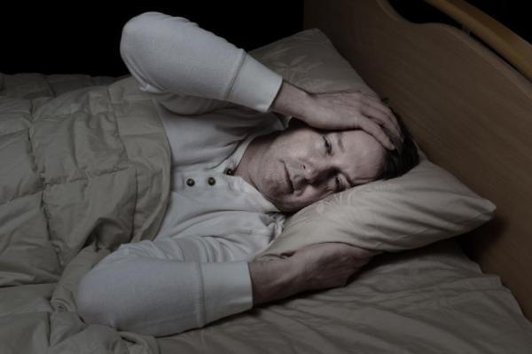 Sudorese noturna: causas e tratamentos