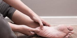 Bolinhas nos pés: por que aparecem e como eliminá-las