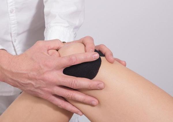 Dor no joelho ao dobrar: causas e tratamento - Conselhos e remédios para dor no joelho ao dobrar