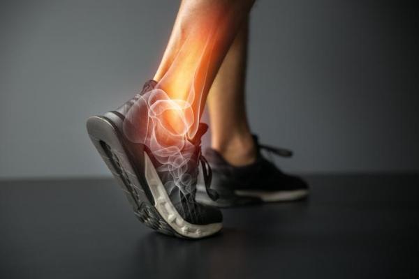 Sola do pé vermelha: causas e tratamento - Causas da sola do pé vermelha