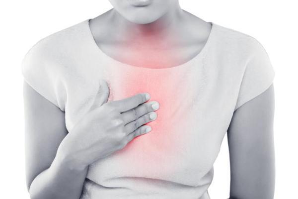 Gases no peito: sintomas e soluções