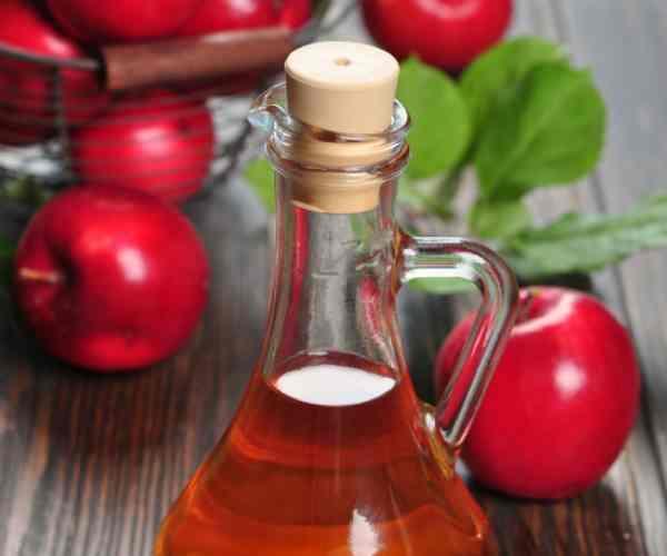 Remédio caseiro para fungo nas unhas - Vinagre de maçã para fungos na unha