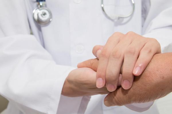 Bolinha no ânus: o que pode ser - Espinha no ânus por câncer de ânus