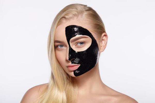 Máscara de carvão ativado caseira