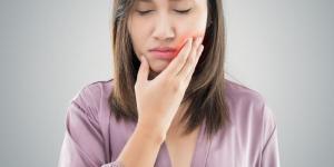Como diminuir inchaço no rosto